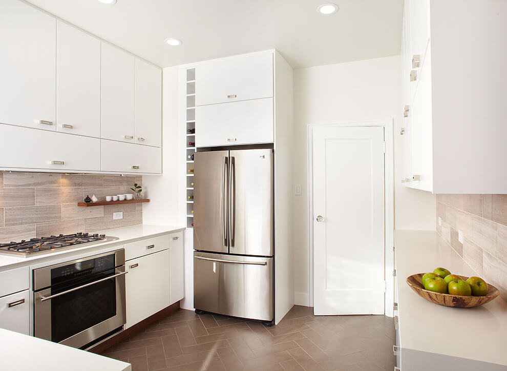 Фото интерьера кухни со встроенной вытяжкой