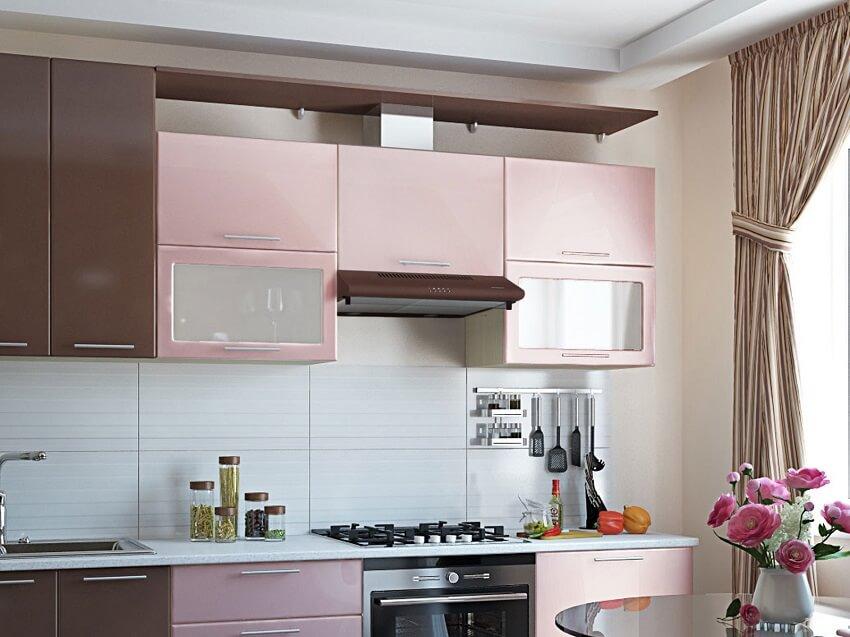 Интерьер кухни с вытяжкой в шкафу
