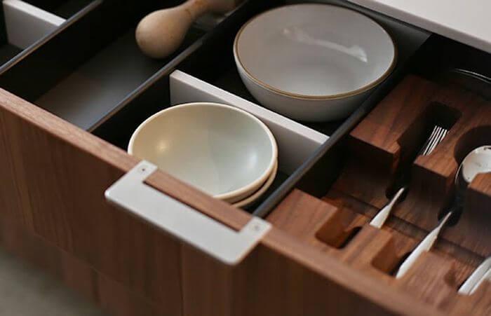 Фото ящика для столовых приборов со специальными вырезами по форме