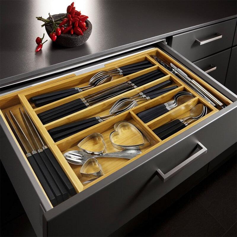 Кухонный выдвижной ящик с лотком под столовые приборы