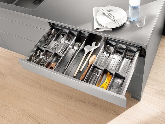 Металлический ящик для столовых приборов на кухню