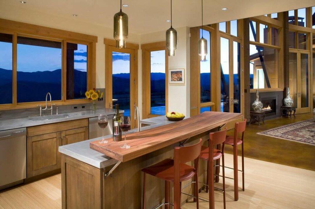 Классическая барная стойка с двухуровневой столешницей на кухне