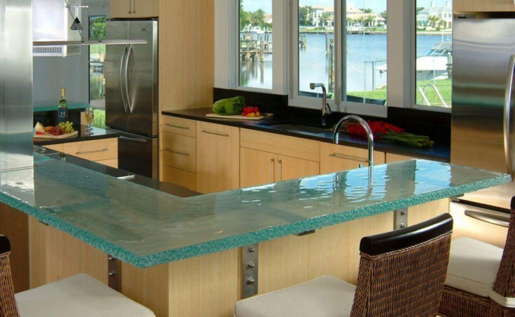 Кухонная барная стойка со стеклянной столешницей