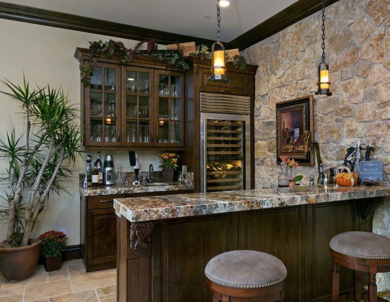 Фото барной стойки на кухне с каменной столешницей