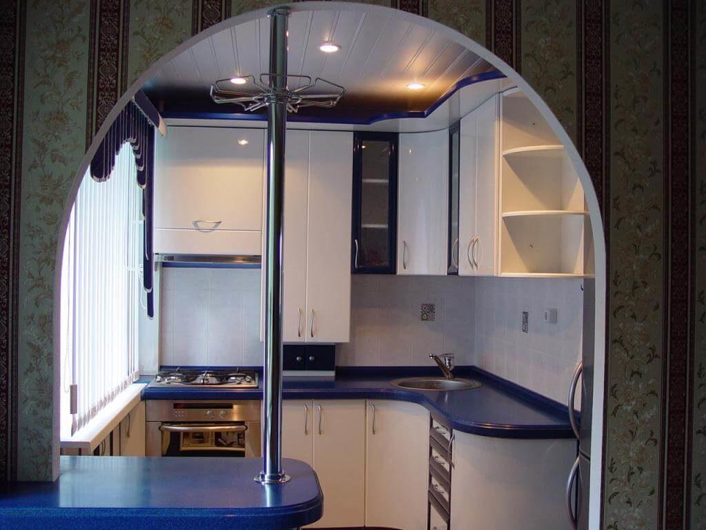 Фото встроенной барной стойки на маленькой кухни