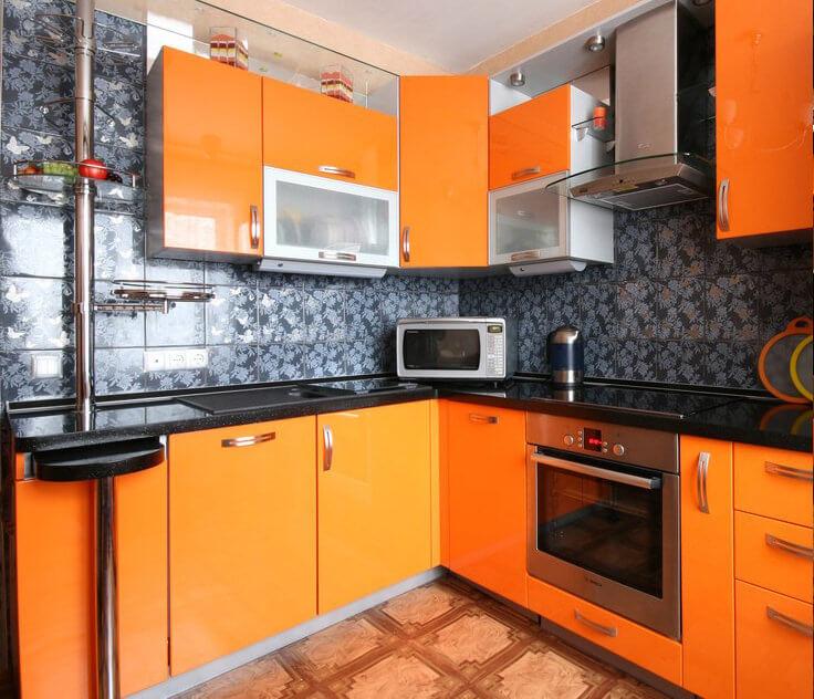 Фото кухонного гарнитура с выдвижной барной стойкой