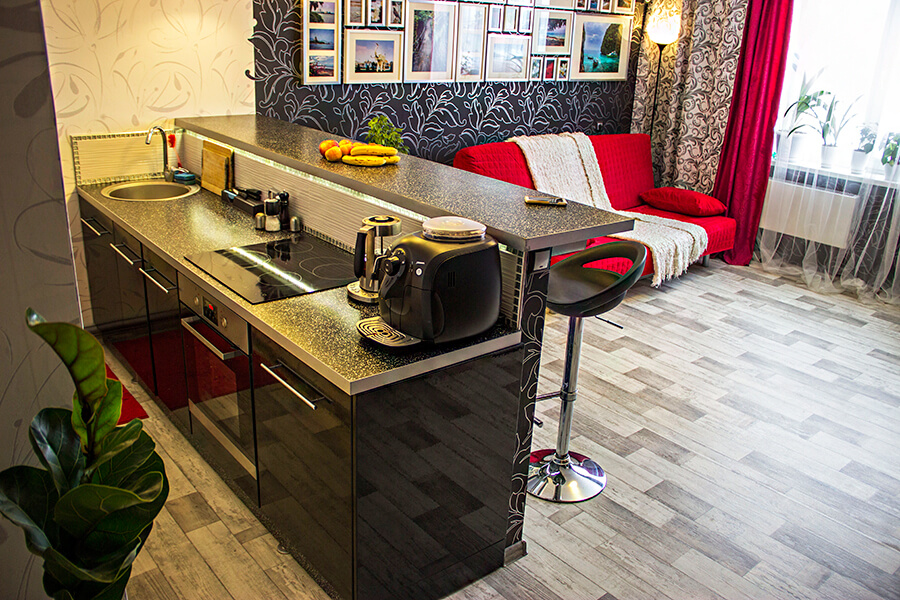 Островная барная стойка на кухне студии