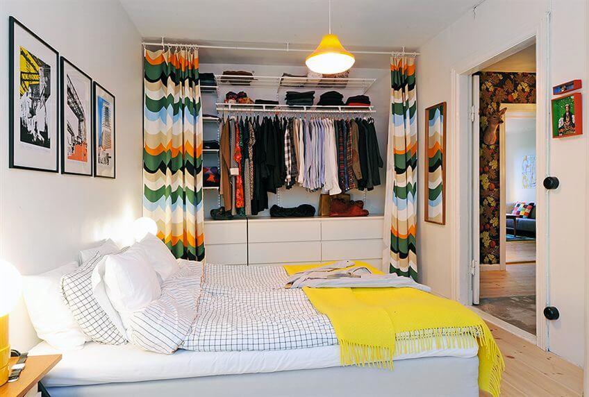 Фото комнаты подростка с гардеробом спрятанным за шторами