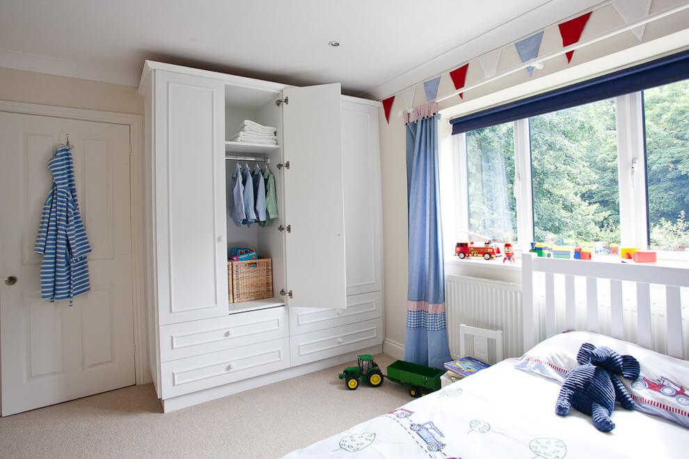 Шкаф-гардероб в детской комнате