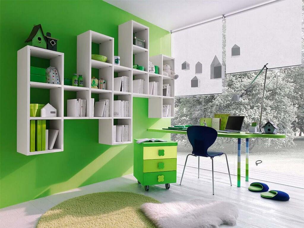 Навесные книжные секции с открытым фасадом в комнате ребенка