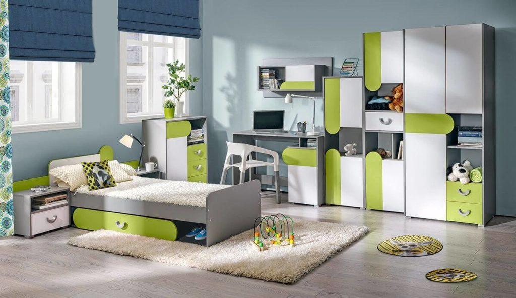 Дизайн детской комнаты со шкафами и кроватью в интерьере