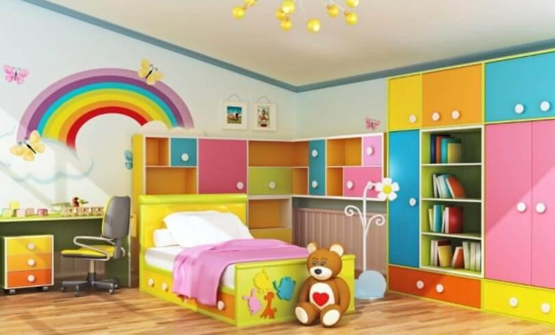 Фото детской комнаты со шкафом оснащенным книжными полками