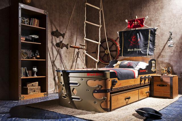 Детская в пиратском стиле с книжным шкафом в интерьере