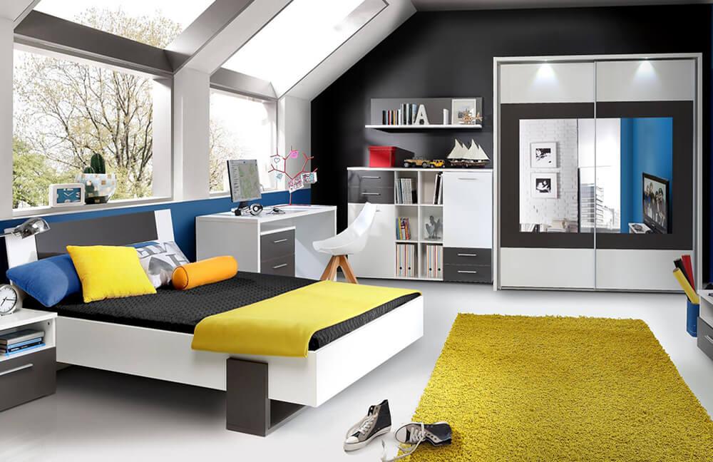Комната подростка со шкафами в интерьере