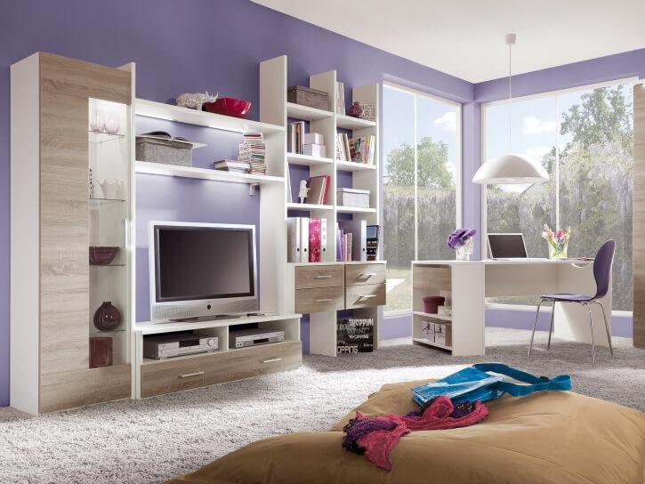 Шкаф с книжными полками в интерьере детской спальни