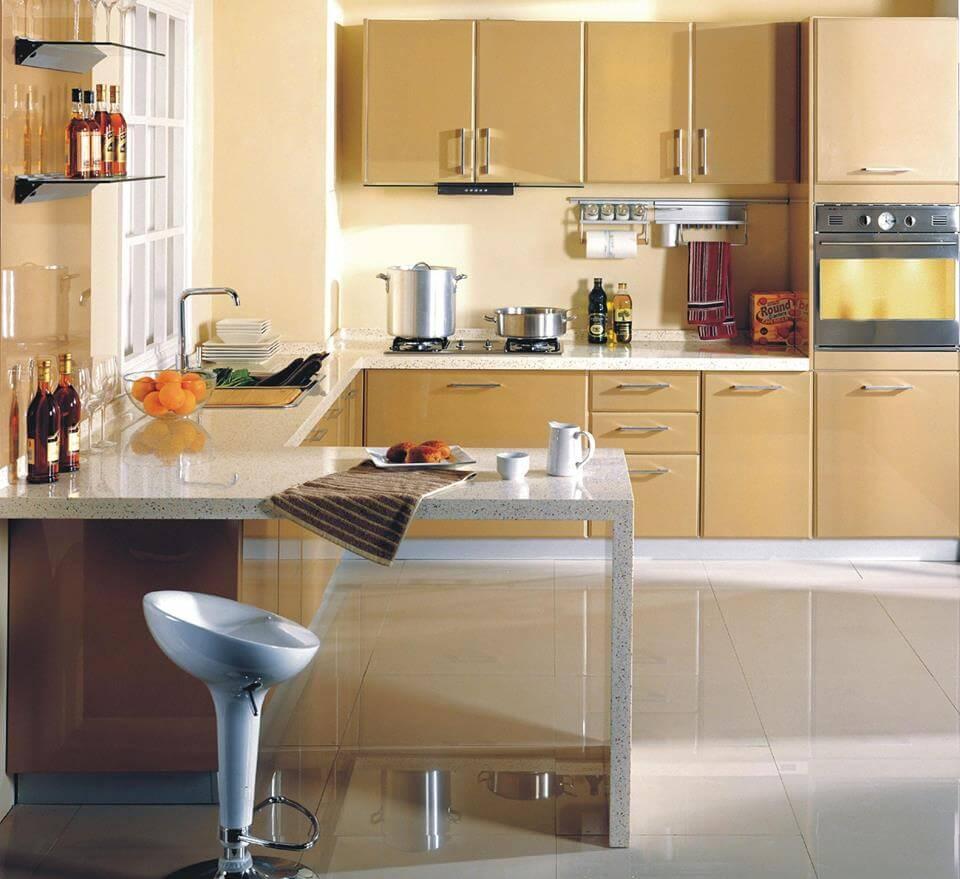П-образная планировка кухонного гарнитура с барной стойкой - барная стойка и столешница из камня.