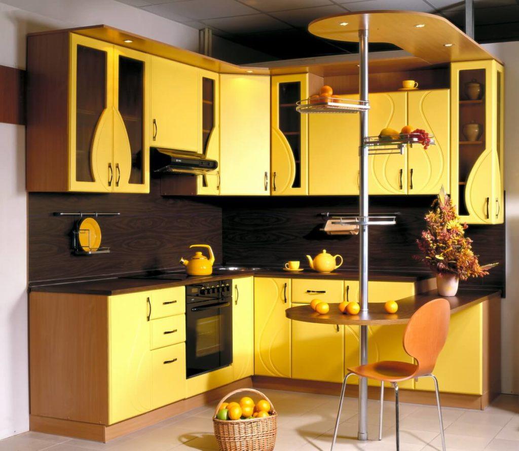 П-образный кухонный гарнитур с барной стойкой
