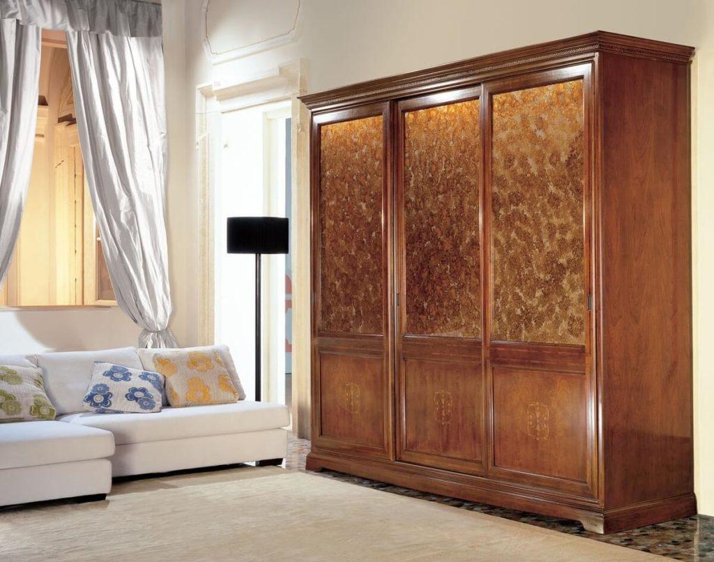 Классический платяной шкаф для одежды из натурального дерева