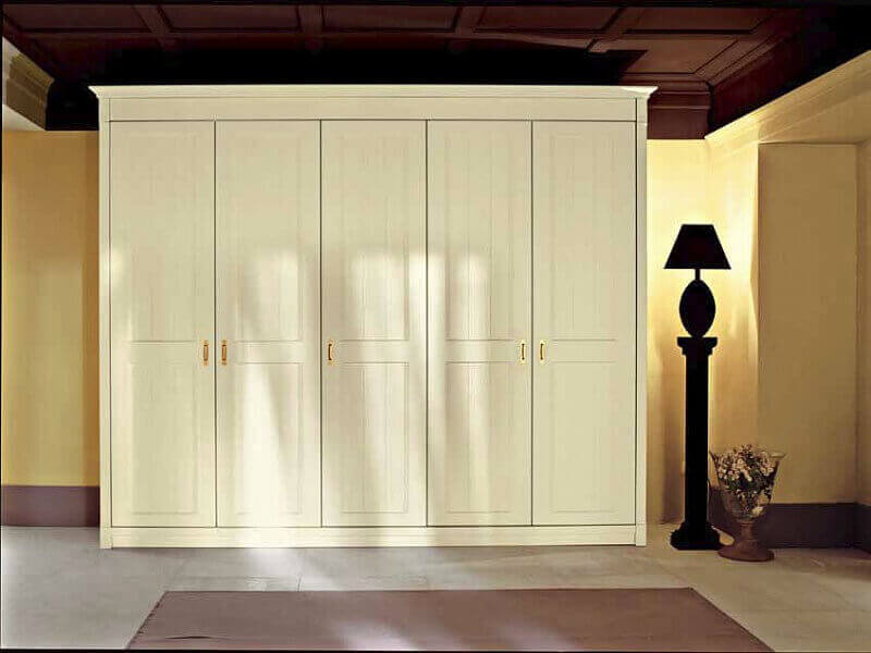 Фото платяного шкафа с распашными дверцами