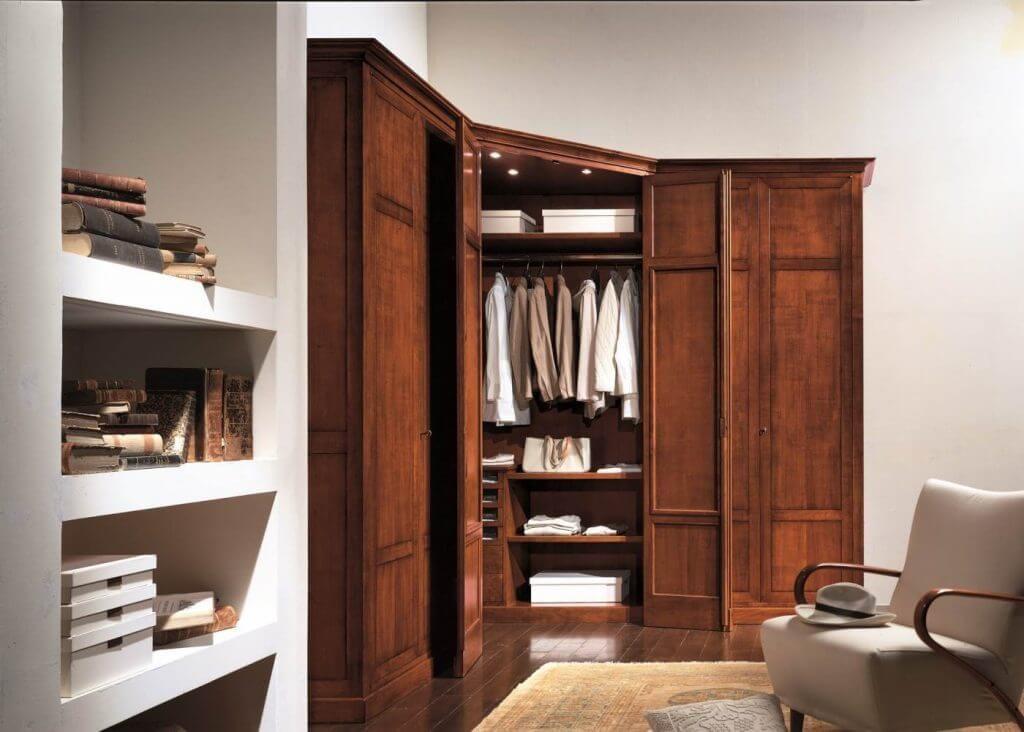 Деревянный угловой платяной шкаф с распашными дверьми