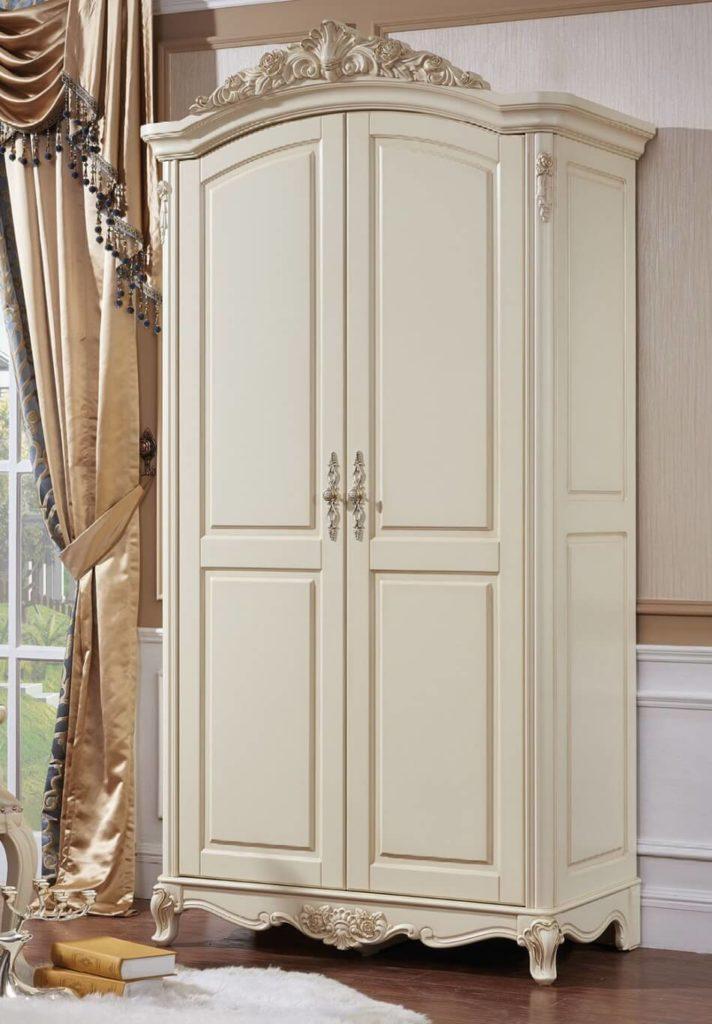 Распашной платяной шкаф в классическом стиле