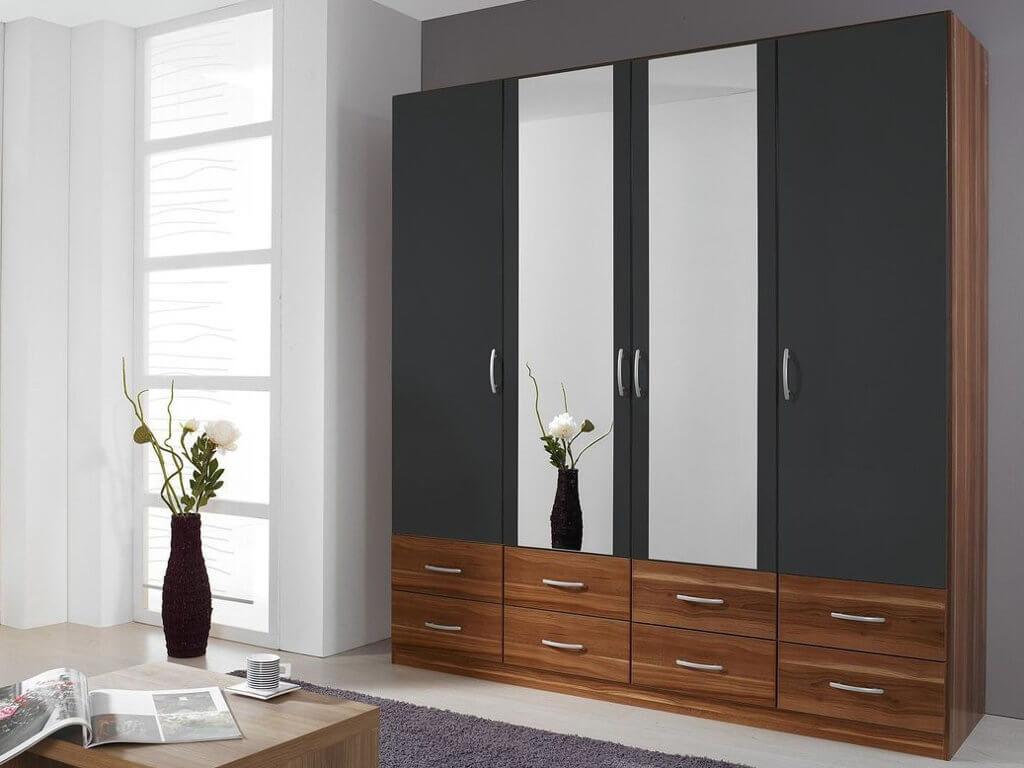 Шкаф с распашным механизмом и зеркалами на фасаде
