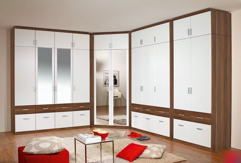 Комплект шкафов с распашными дверцами и угловым модулем