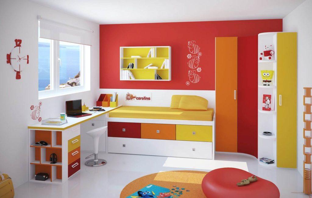 Угловой шкаф с распашными створками в интерьере детской комнаты