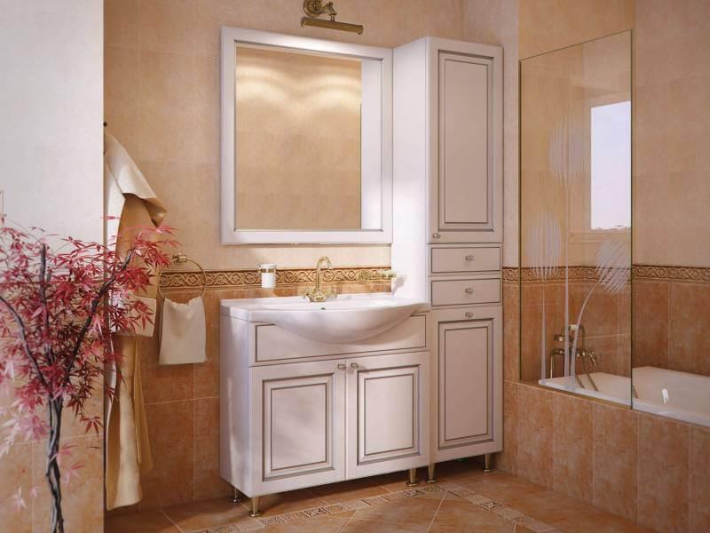 Шкаф для белья в ванной с распашными фасадами и выдвижными ящиками