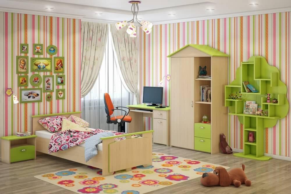 Шкаф в виде домика в комнате девочки