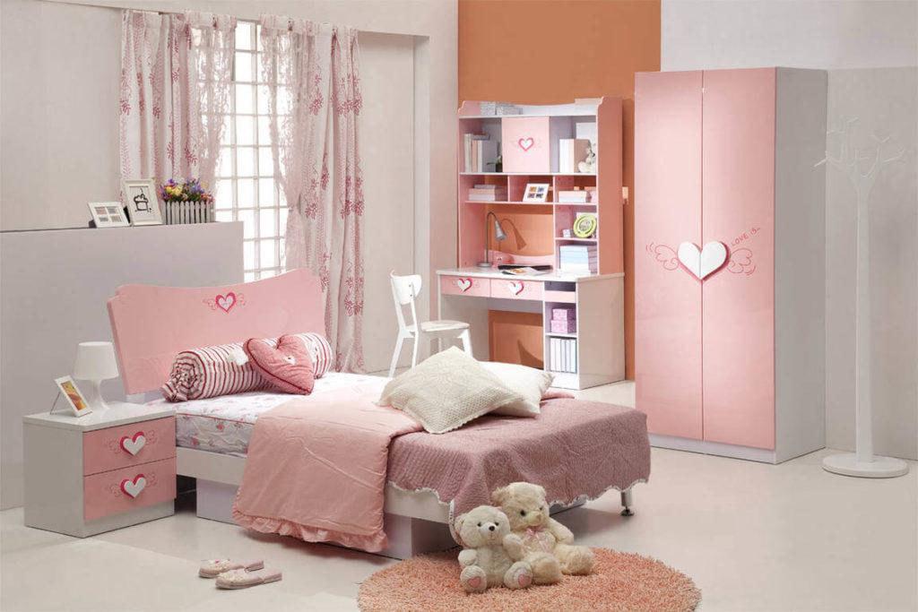 Фото комнаты девочки в розовых тонах с кроватью и шкафом