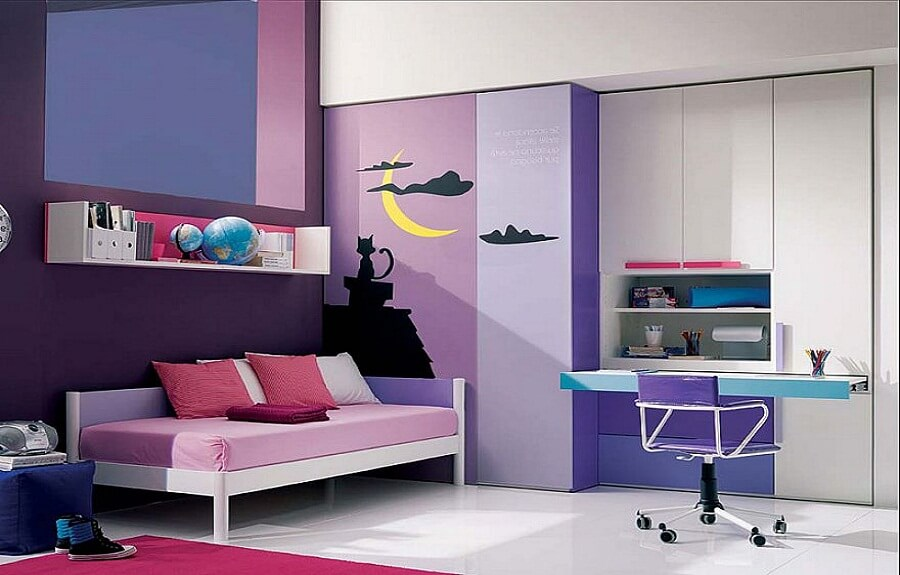 Современный интерьере комнаты для девочки в сиренево-розовых цветах