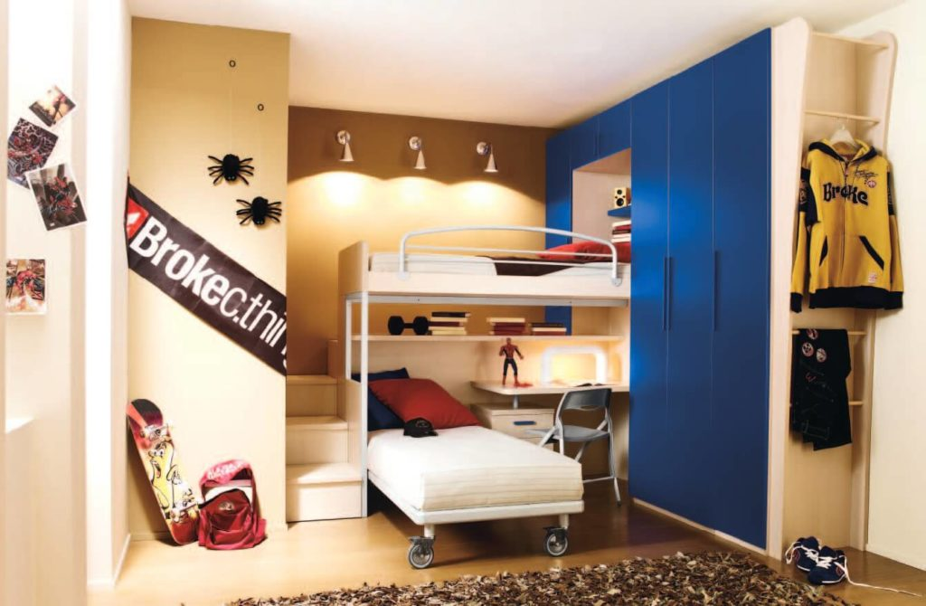 Дизайн комнаты двоих мальчиков с кроватью чердаком совмещенной со шкафом