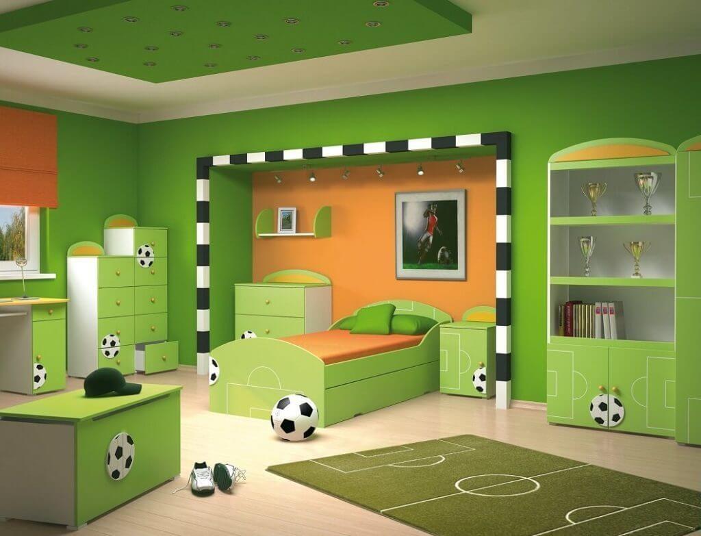 Дизайн спальной комнаты мальчика в футбольном оформлении