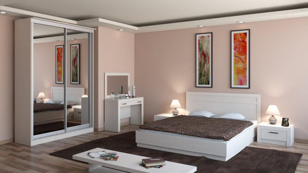 Шкаф купе для одежды с зеркалами на фасаде в спальне