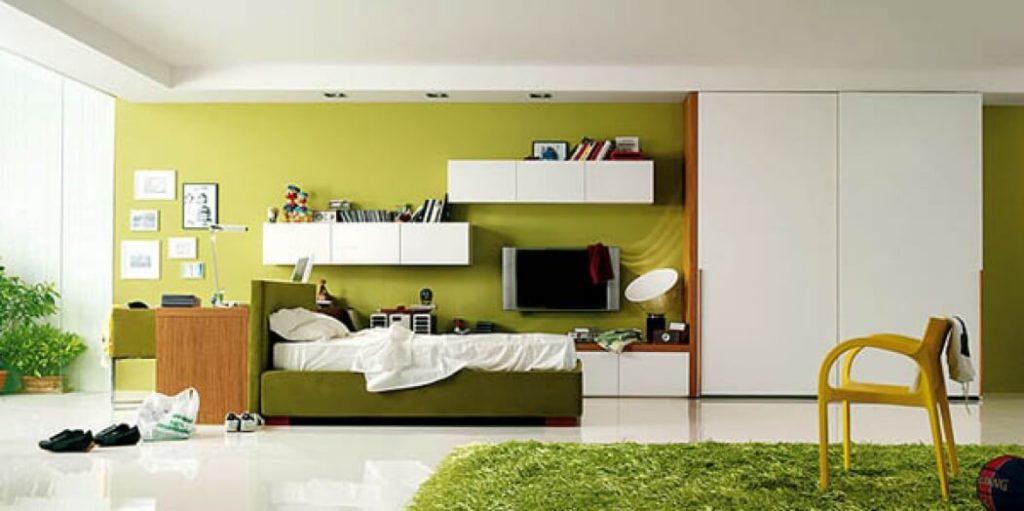 Большой шкаф-купе в комнате подростка