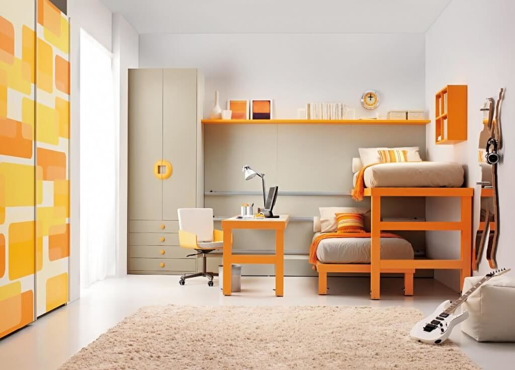 Комната двух подростков с двумя шкафами - распашным и встроенным раздвижным