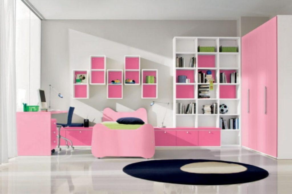 Интерьер комнаты девочки подростка с большим угловым розовым шкафом
