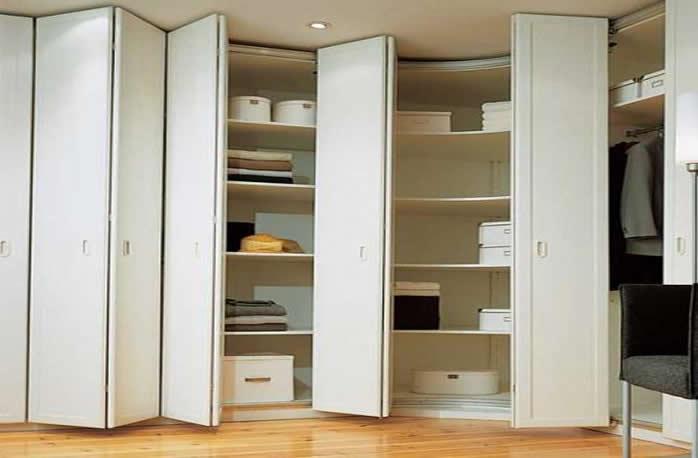 Шкаф гармошка со складными дверьми: механизмы и устройство.