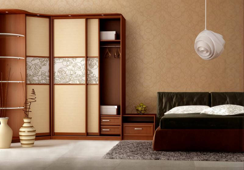 Угловой шкаф купе в интерьере спальной