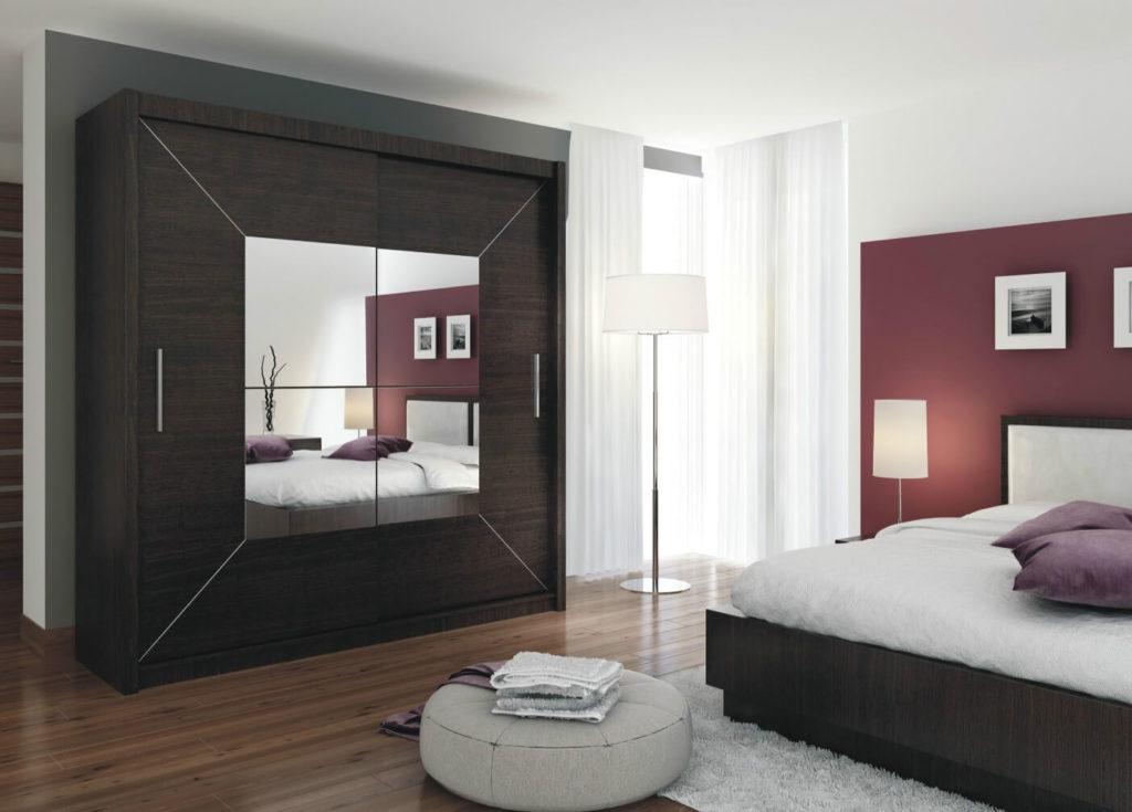 Шкаф купе с зеркалом в спальной комнате