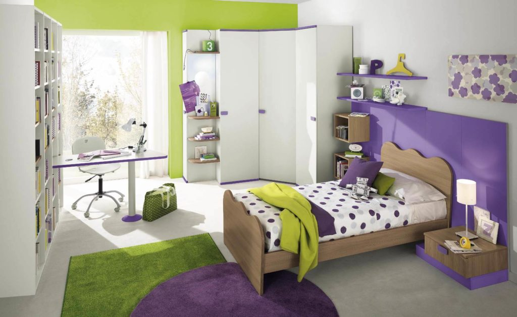 Фото детской комнаты с угловым распашным шкафом в интерьере