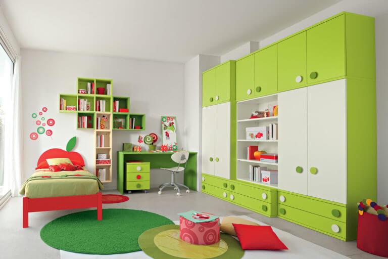 Фото детской комнаты с большим шкафов во всю стену
