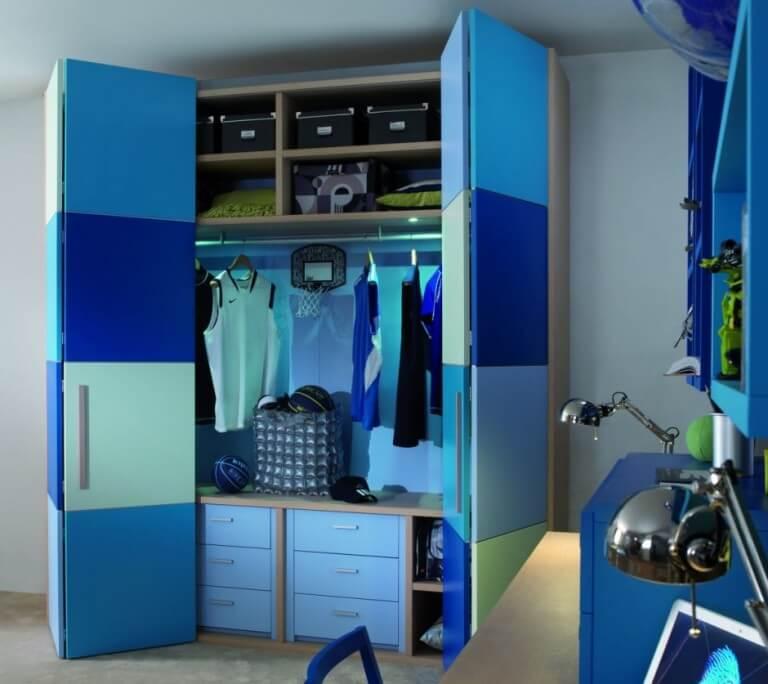 Шкаф в детскую для одежды со складными дверцами