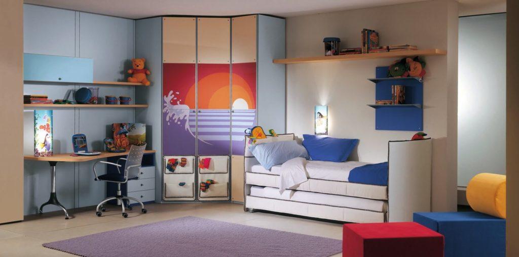 Интерьер комнаты ребенка с угловым шкафом