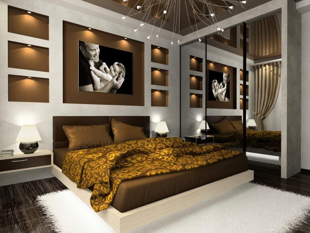 Встроенный шкаф купе с зеркальными фасадами в интерьере спальни