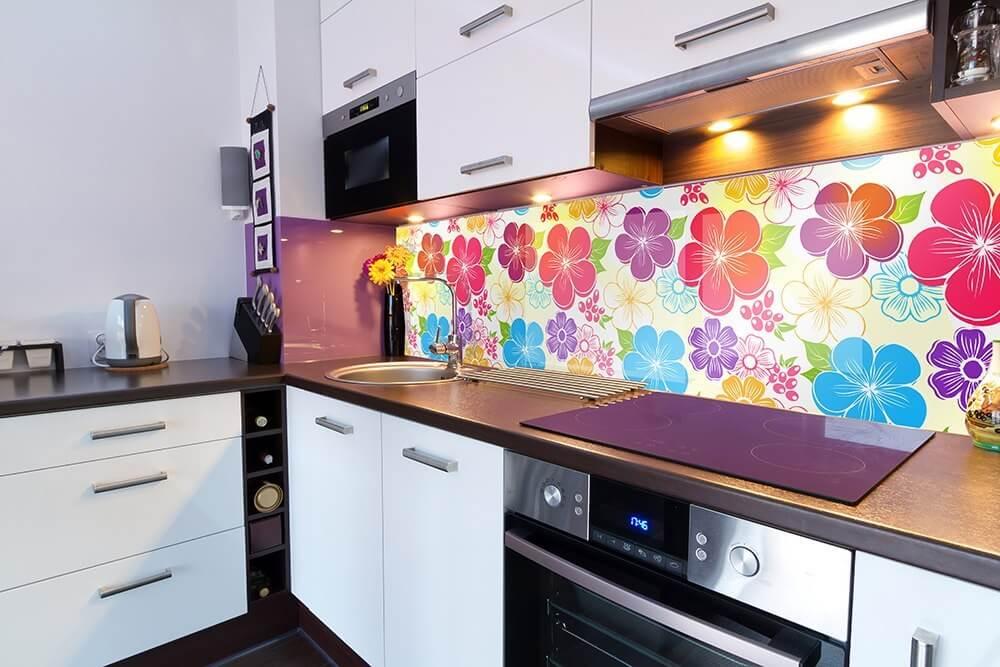 Кухонный фартук скинали с изображением рисованных ярких цветов