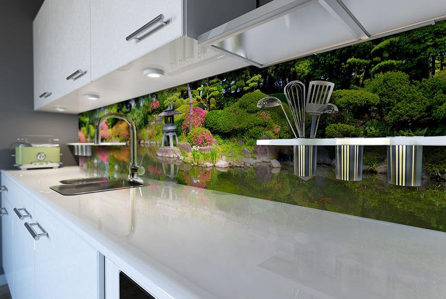 Фот о стеклянного скинали для кухни с изображением китайского леса