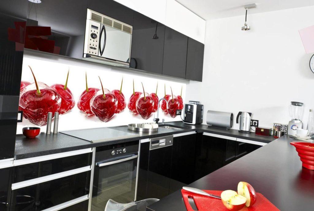 Фото кухонного гарнитура с рабочей стенкой отделанной скинали