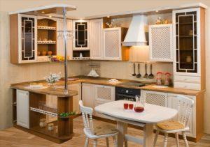 Кухня П-образной планировки с угловой барной стойкой
